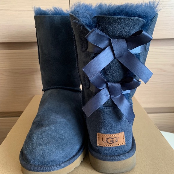5936a3bab61 ❄️UGG Bailey Bow II Boot /Navy/Size 8 *LIKE NEW❄️